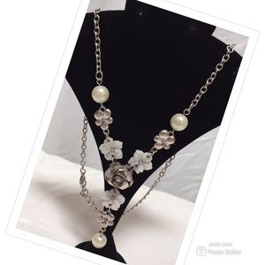 Jewelry - Y NECKLACE PEARL BEAD FLOWERS SILVER TONE ADJUSTS